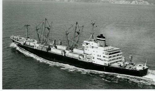 LEVERKUSEN (DGLU / 1976)ein herrliches Schiff. Zu diesem Zeitpunkt immer noch eigenes Geschirr und die Arbeit entsprach auch noch der eines Seemannes, nicht der eines Containerzählers.  Reederei Hapag-Lloyd AG, Hamburg.